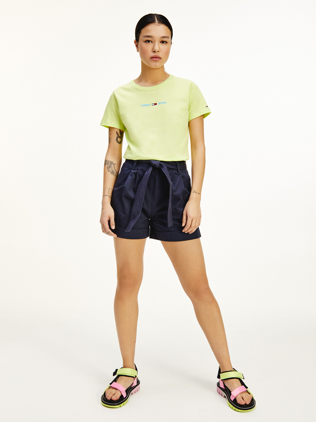 Tommy Badge Belted Mom Shorts