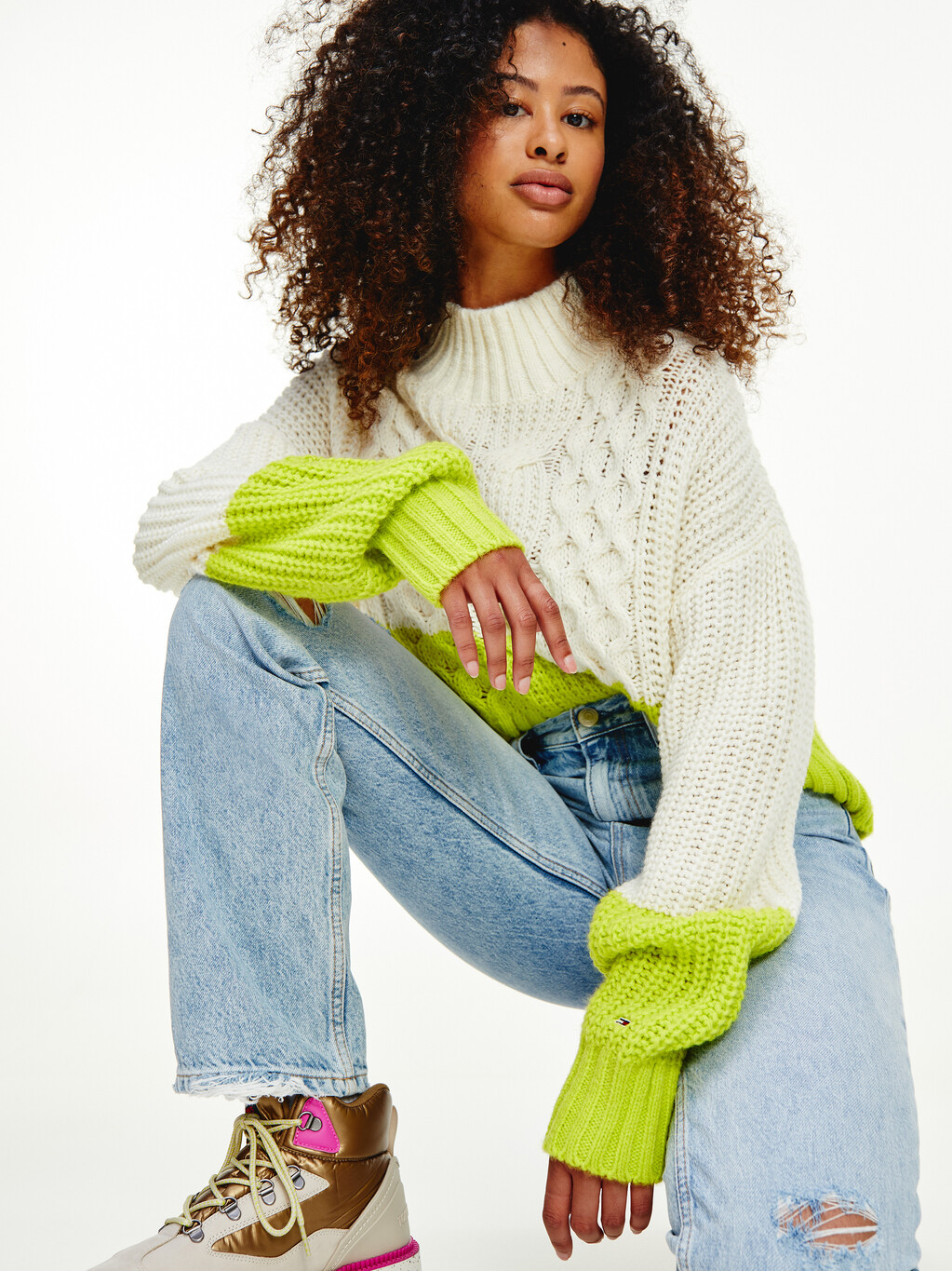 CONTRAST HEM CABLE KNIT PULLOVER
